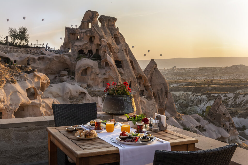 This image has an empty alt attribute; its file name is rsz_aic-breakfast-terrace-oct19-jpg.jpg